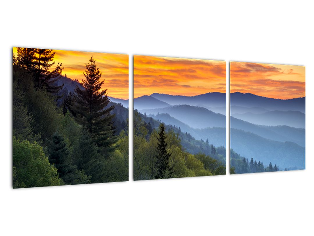 Obraz horskej krajiny pri západe slnka