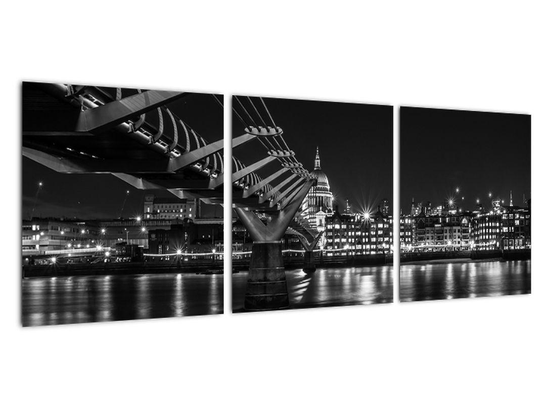 Čiernobiely obraz mosta